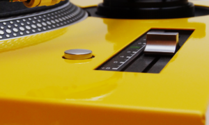 Faceplate Yellow